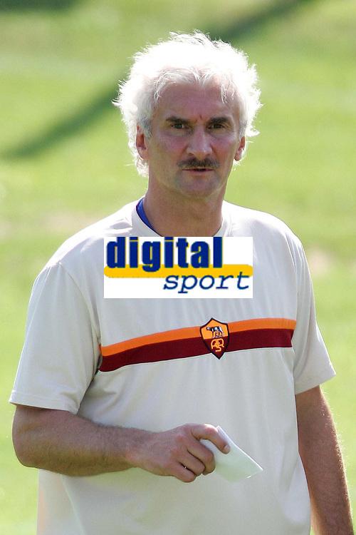 Fotball<br /> Italia<br /> Foto: Graffiti/Digitalsport<br /> NORWAY ONLY<br /> <br /> Roma 31/8/2004 <br /> <br /> AS Roma training with new trainer Rudi Voeller / V&ouml;ller