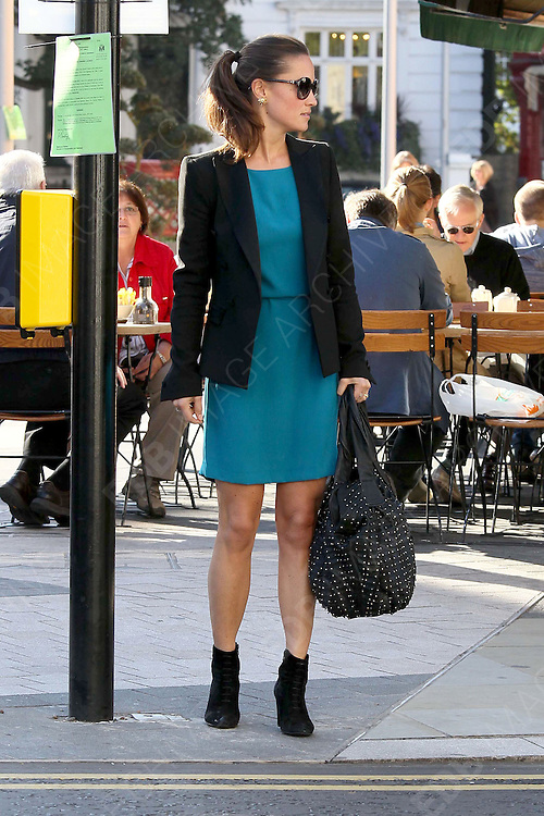 14.SEPTEMBER.2011. LONDON<br /> <br /> PIPPA MIDDLETON GOING TO HER OFFICE IN CHELSEA, LONDON<br /> <br /> BYLINE: EDBIMAGEARCHIVE.COM<br /> <br /> *THIS IMAGE IS STRICTLY FOR UK NEWSPAPERS AND MAGAZINES ONLY*<br /> *FOR WORLD WIDE SALES AND WEB USE PLEASE CONTACT EDBIMAGEARCHIVE - 0208 954 5968*