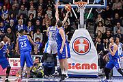 DESCRIZIONE : Beko Legabasket Serie A 2015- 2016 Dinamo Banco di Sardegna Sassari - Acqua Vitasnella Cantu'<br /> GIOCATORE : Joe Alexander<br /> CATEGORIA : Tiro Penetrazione Sottomano Controcampo<br /> SQUADRA : Dinamo Banco di Sardegna Sassari<br /> EVENTO : Beko Legabasket Serie A 2015-2016<br /> GARA : Dinamo Banco di Sardegna Sassari - Acqua Vitasnella Cantu'<br /> DATA : 24/01/2016<br /> SPORT : Pallacanestro <br /> AUTORE : Agenzia Ciamillo-Castoria/L.Canu