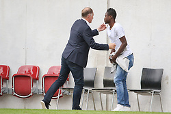 01.08.2015, WWK Arena, Augsburg, GER, Testspiel, FC Augsburg vs FC Toulouse, im Bild Stefan Reuter (Gesch&auml;ftsf&uuml;hrer Sport FC Augsburg) verabschiedet sich nach dem Schlusspfiff von Abdul Rahman Baba (FC Augsburg #17, in Zivil), // during the International Friendly Football Match between FC Augsburg and FC Toulouse at the WWK Arena in Augsburg, Germany on 2015/08/01. EXPA Pictures &copy; 2015, PhotoCredit: EXPA/ Eibner-Pressefoto/ Krieger<br /> <br /> *****ATTENTION - OUT of GER*****