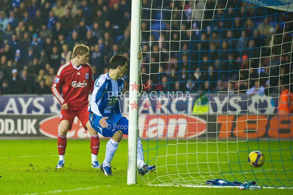WIGAN, ENGLAND - Wednesday, January 28, 2009: Liverpool's Fernando Torres watches Yossi Benayoun's opening goal cross the line to score the opening goal during the Premiership match against Wigan Athletic at the JJB Stadium. (Mandatory credit: David Rawcliffe/Propaganda)