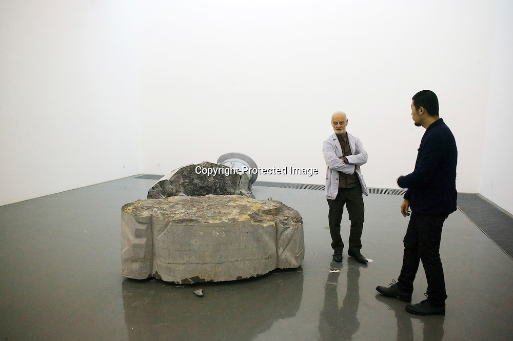 BEIJING, OCT. 22: Uli Sigg schaut sich mit ZhaoZhao dessen neuestes Werk an, welches er Ai Weiwei widmet. Zhao ist ein fruherer Mitarbeiter Ai Weiwei's, dem es verboten wurde, weiterhin mit Ai zu arbeiten.