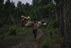 September 6, 2017 - Cox'S Bazar, Bangladesh - Ethnic minority group of Rohingya refugees of Myanmar walk alone at the Bangladesh-Myanmar border fence at Maungdaw to cross Bangladesh territory on September 6, 2017. (Credit Image: © Rehman Asad/NurPhoto via ZUMA Press)