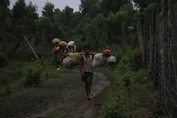 September 6, 2017 - Cox'S Bazar, Bangladesh - Ethnic minority group of Rohingya refugees of Myanmar walk alone at the Bangladesh-Myanmar border fence at Maungdaw to cross Bangladesh territory on September 6, 2017. (Credit Image: © Rehman Asad/NurPhoto via ZUMA Press)