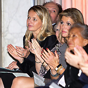 Uitreiking van de Prins Claus Prijs 2014 n het Koninklijk Paleis in Amsterdam.<br /> <br /> Presentation of the Prince Claus Award in 2014 n the Royal Palace in Amsterdam.<br /> <br /> op de foto / On the photo: koningin Maxima, prinses Beatrix, prinses Mabel,