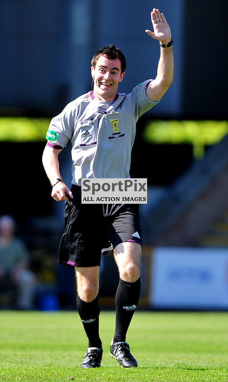 Referee Don Robertson ..Auchinleck Talbot v Shotts Bon Accord, Emirates Junior Cup Final, Sunday 27th May 2012..ALEX TODD | STOCKPIX.EU