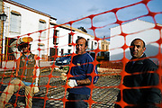 Antonio Tornay, Manolo Tornay and Francisco Tornay construct his fourth brother's house in Espera, Spain. In Espera, Andalucía, 80 % of its inhabitants are currently unemployed due to the financial crisis. The town's economy moved from farming to construction at the beginning of the decade and now almost all the construction companies have closed their doors, as there are no property buyers. The situation is critical and some families have all their members unemployed and with serious problems to bring food to the table. As a result, the local council is giving temporal employment to Espera's residents in order to keep up with the crisis.