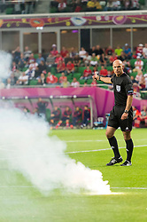 08.06.2012, Staedtisches Stadion, Breslau, POL, UEFA EURO 2012, Russland vs Tschechien, Gruppe A, im Bild HOWARD WEBB Referee RACA NA MURAWIE // during the UEFA Euro 2012 Group A Match between Russia and Czech Republic at the Municipal Stadium, Wroclaw, Poland on 2012/06/08. EXPA Pictures © 2012, PhotoCredit: EXPA/ Newspix/ Sebastian Borowski..***** ATTENTION - for AUT, SLO, CRO, SRB, SUI and SWE only *****