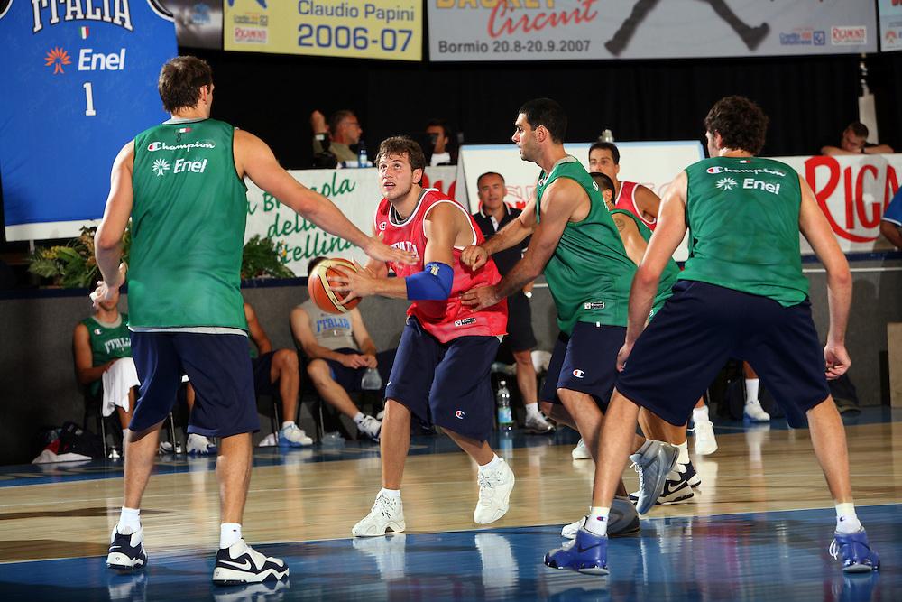 DESCRIZIONE : Bormio Ritiro Nazionale Italiana Maschile Preparazione Eurobasket 2007 Allenamento Preparazione fisica<br /> GIOCATORE : Stefano Mancinelli<br /> SQUADRA : Nazionale Italia Uomini EVENTO : Bormio Ritiro Nazionale Italiana Uomini Preparazione Eurobasket 2007 GARA : <br /> DATA : 22/07/2007 <br /> CATEGORIA : Allenamento <br /> SPORT : Pallacanestro <br /> AUTORE : Agenzia Ciamillo-Castoria/E.Castoria<br /> Galleria : Fip Nazionali 2007 <br /> Fotonotizia : Bormio Ritiro Nazionale Italiana Maschile Preparazione Eurobasket 2007 Allenamento <br /> Predefinita :