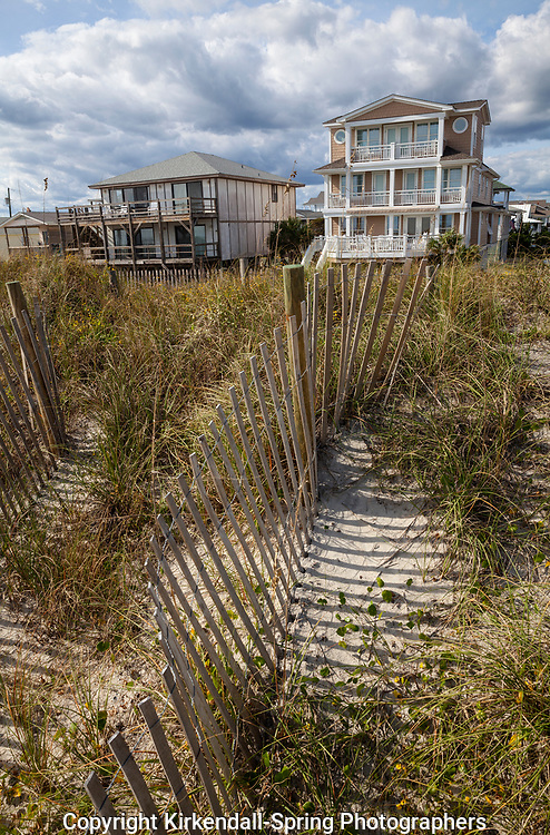 NC00923-00...NORTH CAROLINA - Sand fences on the beach ridge with houses at Wrightsville Beach