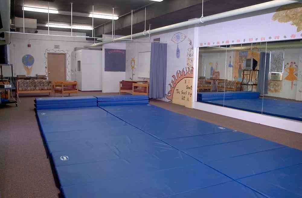 16883Mckinnon Classroom Art Lab Shots