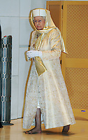 Queen Elizabeth ll is shoeless and wears a long gown and special headgear at the Sheikh Zayed Mosque in Abu Dhabi, United Arab Emiriates on November 24. 2010