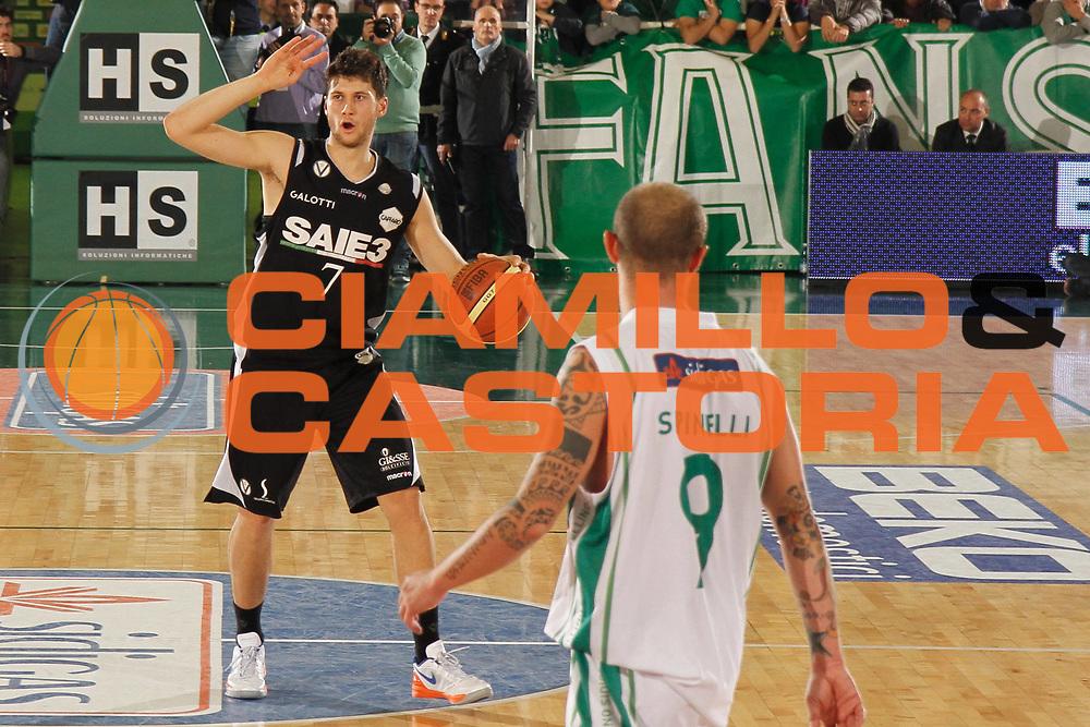 DESCRIZIONE : Avellino Lega A 2012-13 Sidigas Avellino SAIE3 Virtus Bologna <br /> GIOCATORE : Matteo Imbro<br /> CATEGORIA : palleggio<br /> SQUADRA : SAIE3 Virtus Bologna<br /> EVENTO : Campionato Lega A 2012-2013 <br /> GARA : Sidigas Avellino SAIE3 Virtus Bologna <br /> DATA : 28/10/2012<br /> SPORT : Pallacanestro <br /> AUTORE : Agenzia Ciamillo-Castoria/A. De Lise<br /> Galleria : Lega Basket A 2012-2013  <br /> Fotonotizia : Bologna Lega A 2012-13 Sidigas Avellino SAIE3 Virtus Bologna