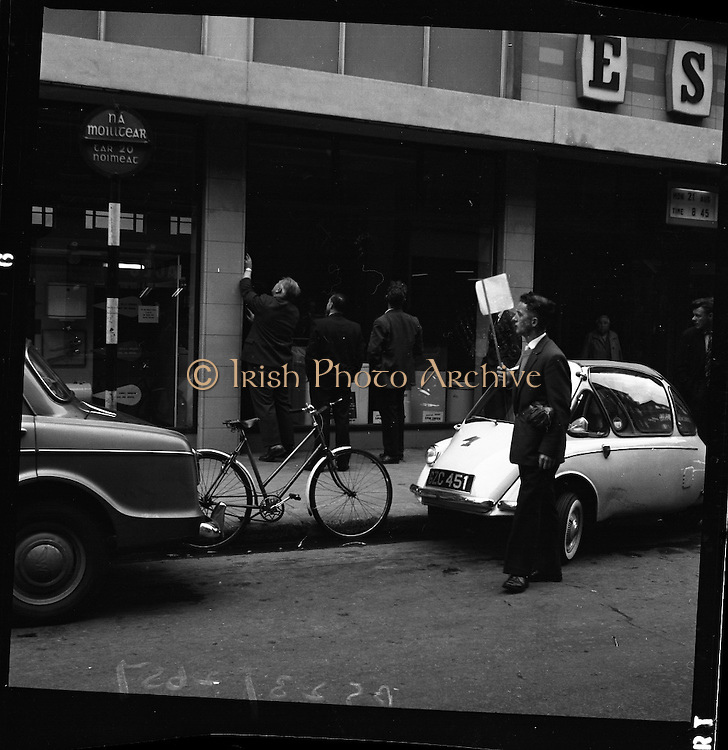 E.S.B. window smashed, Fleet Street, Dublin.<br /> 25.08.1961