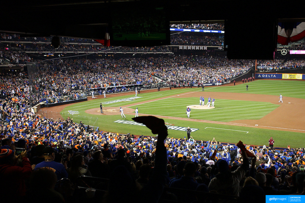 Pitcher Matt Harvey is removed from the game in the top of the ninth during the New York Mets Vs Kansas City Royals, Game 5 of the MLB World Series at Citi Field, Queens, New York. USA. 1st November 2015. Photo Tim Clayton