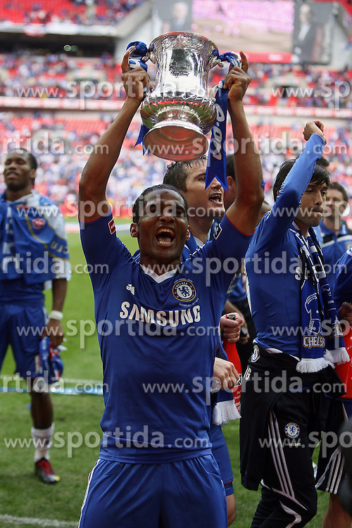 15.05.2010, Wembley Stadium, London, ENG, FA Cup Finale, Chelsea FC vs Portsmouth FC, im Bild Florent Malouda of Chelsea       in Chelsea celebration for winning FA Cup. EXPA Pictures © 2010, PhotoCredit: EXPA/ IPS/ Marcello Pozzetti / SPORTIDA PHOTO AGENCY