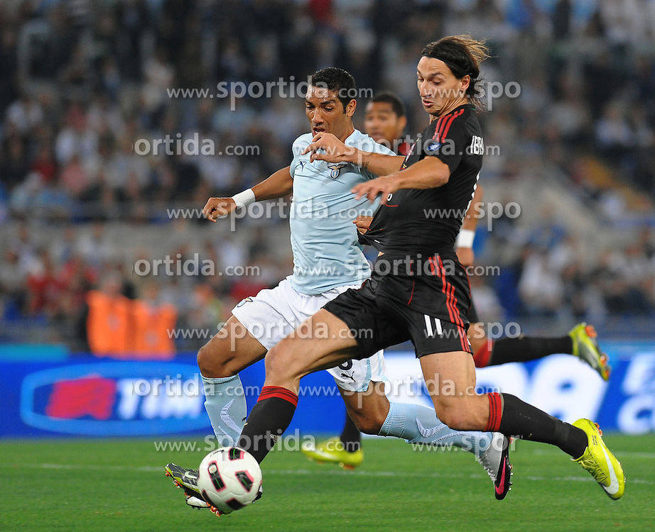 22.09.2010, .Stadio Olimpico, Rom, ITA, Serie A, Lazio Rom vs AC Milan, im Bild Ibrahimovic (Milan) Dias (Lazio). , EXPA Pictures © 2010, PhotoCredit: EXPA/ InsideFoto/ Antonietta Baldassarre *** ATTENTION *** FOR AUSTRIA AND SLOVENIA USE ONLY! / SPORTIDA PHOTO AGENCY