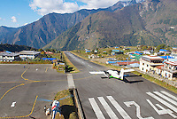 Nepal. Region du Khumbu. Aeroport de Lukla, plaque tournante vers l Everest. // Nepal. Khumbu region. Lukla airport on the trail to Everest.