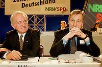 31 JJAN 1998, DORTMUND/GERMANY:<br /> Johannes Rau, SPD, Ministerpräsident Nordrhein-Westfalen, und Wolfgang Clement, SPD, Wirtschaftsminister Nordrhein-Westfalen, auf dem Landesparteitag der SPD NRW<br /> IMAGE: 19980131-01/04-05