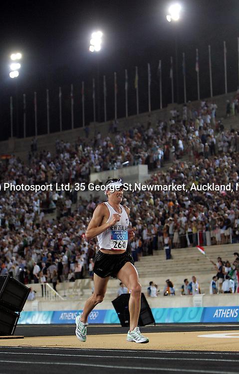 New Zealand marathon runner Dale Warrender on his final lap inside Panathinkiko Stadium, Sunday 29 August 2004. Photo: Andrew Cornaga/PHOTOSPORT<br /><br /><br />124520