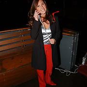 Presentatie telefoon Samsung, Josefine van Asdonk bellend