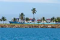 Barco carguero navegando por el Canal de Panama, en la zona de el Causeway de Amador.  .Foto: Ramon Lepage / Istmophoto.