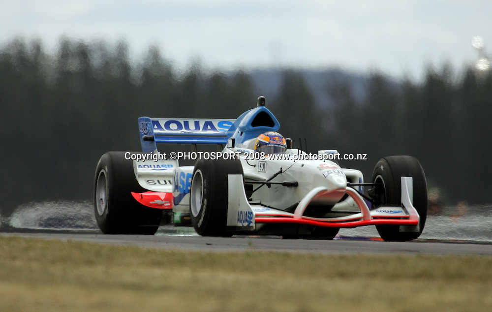 Team Switzerland sweeps over Turn 7.<br /> A1GP Qualifying Day. Taupo Motorsport Park, Taupo, New Zealand. Saturday, 19 January 2008. Photo: Dave Lintott/PHOTOSPORT