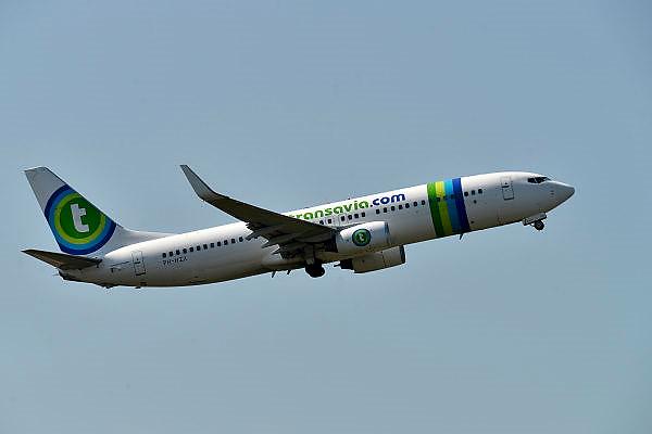 Nederland, Eindhoven, 23-7-2014Een vliegtuig, Boeing 737, van Transavia stijgt op vanaf vliegveld Eindhoven.FOTO: FLIP FRANSSEN/ HOLLANDSE HOOGTE