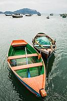 Barcos ancorados na Baía de Porto Belo. Porto Belo, Santa Catarina, Brasil. / <br /> Boats moored at Porto Belo Bay. Porto Belo, Santa Catarina, Brazil.