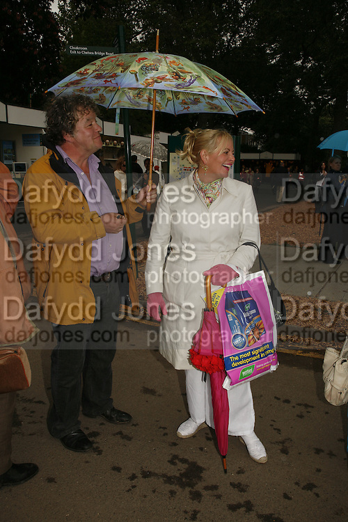 JULIAN BANNERMAN,  MRS. LAWRENCE LEWELLEN BOWEN. , Press Preview of the RHS Chelsea Flower Show sponsored by Saga Insurance Services. Royal Hospital Rd. London. 22 May 2006. ONE TIME USE ONLY - DO NOT ARCHIVE  © Copyright Photograph by Dafydd Jones 66 Stockwell Park Rd. London SW9 0DA Tel 020 7733 0108 www.dafjones.com