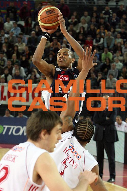 DESCRIZIONE : Roma Lega A1 2006-07 Lottomatica Virtus Roma Eldo Napoli<br /> GIOCATORE : Ellis<br /> SQUADRA : Eldo Basket Napoli<br /> EVENTO : Campionato Lega A1 2006-2007 <br /> GARA : Lottomatica Virtus Roma Eldo Napoli<br /> DATA : 25/03/2007 <br /> CATEGORIA : Tiro<br /> SPORT : Pallacanestro <br /> AUTORE : Agenzia Ciamillo-Castoria/E.Castoria<br /> Galleria : Lega Basket A1 2006-2007 <br /> Fotonotizia : Roma Campionato Italiano Lega A1 2006-2007 Lottomatica Virtus Roma Eldo Napoli<br /> Predefinita :