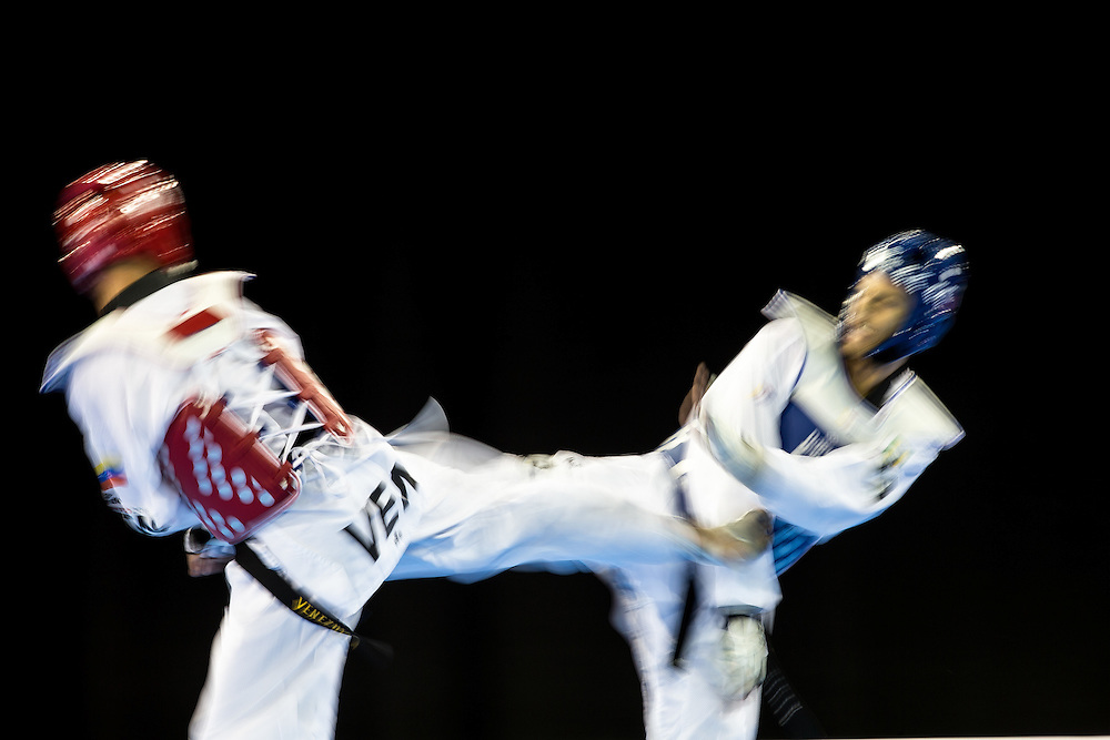 Javier Medina (L) of Venezuela and Andre De Oliveira of Brazil compete in the repechage contest of the men's taekwondo -80 kg division at the 2015 Pan American Games in Toronto, Canada, July 21,  2015.  AFP PHOTO/GEOFF ROBINS