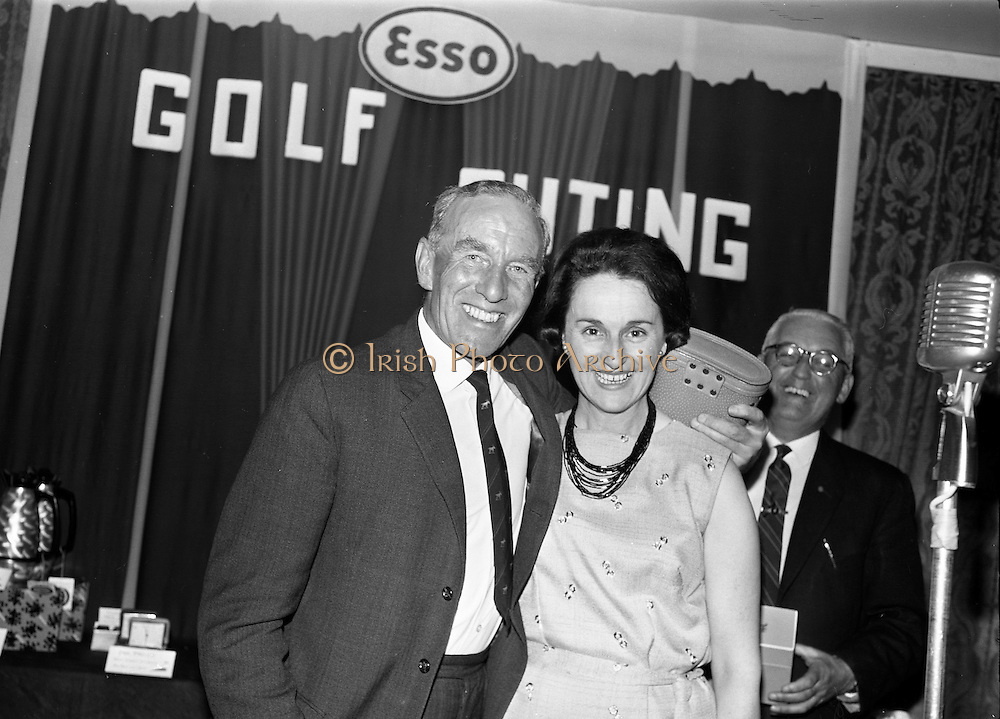 14/05/1965<br /> 05/14/1965<br /> 14 May 1965<br /> Esso Golf Outing at Woodbrook Golf Club, Bray, Co. Wicklow. Mrs J.H. Donovan, wife of the Managing Director of Esso, presenting the visitors prize to Mr Percy Wallace.