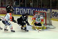 Ishockey<br /> Graz Østerrike<br /> 13.08.2014<br /> Foto: Gepa/Digitalsport<br /> NORWAY ONLY<br /> <br /> Graz 99ers vs Stavanger Oilers<br /> <br /> Image shows Anders Bastiansen (99ers), Josh Soares (Stavanger) and Dany Sabourin (99ers).