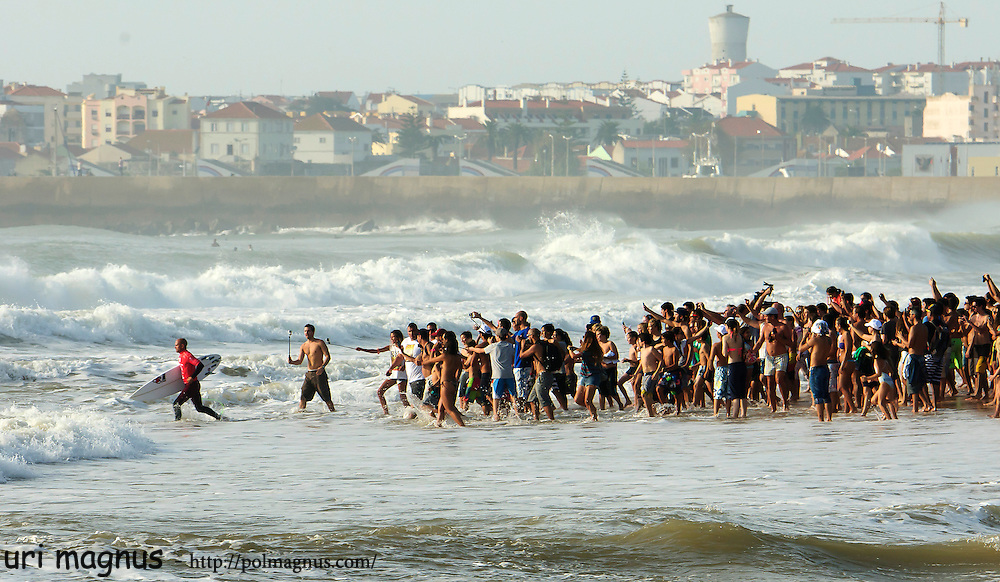 kelly slater &quot;running a way&quot; from all his funs in supertube,penich.<br /> portugal 2014