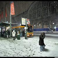 Nella foto Porta Nuova.. Turin under snow, Torino sotto la neve.