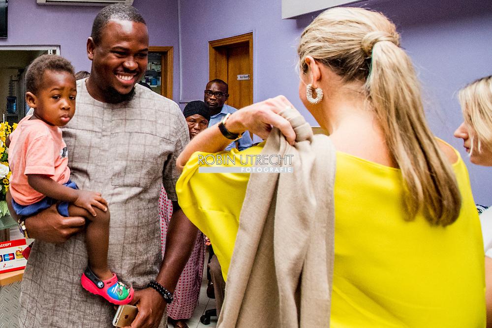 31-10-2017 LAGOS NIGERIA -  Koningin Maxima bezoekt Paleon Memorial Clinic   Koningin Maxima bezoekt in haar hoedanigheid van speciale pleitbezorger van de secretaris-generaal van de Verenigde Naties voor inclusieve financiering voor ontwikkeling (inclusive finance for development) de Federale Republiek Nigeria van maandag 30 oktober tot en met donderdag 2 november 2017.  Copyright Robin Utrecht <br /> <br /> 31-10-2017 LAGOS NIGERIA - Queen Maxima visits Paleon Memorial Clinic Queen Maxima visits, in her capacity as Queen maxima visits Nigeria as United Nation secretary Generals special advocate for inclusive Finance for developments. , the Federal Republic of Nigeria on Monday 30 October to Thursday, November 2, 2017. Copyright Robin Utrecht