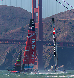 15.09.2013, Pier29, San Francisco, USA, Americas Cup Final Races 2013, Race 9 and 10, im Bild Oracle Team USA und Emirats Team New Zealand // during the finals of the Americas Cup 2013, race 9 and 10 at San Francisco, United States of America on 2013/09/15. EXPA Pictures © 2013, EXPA Pictures © 2013, PhotoCredit: EXPA/ Mag. Gert Steinthaler