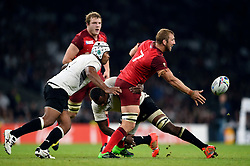 Chris Robshaw of England offloads the ball - Mandatory byline: Patrick Khachfe/JMP - 07966 386802 - 18/09/2015 - RUGBY UNION - Twickenham Stadium - London, England - England v Fiji - Rugby World Cup 2015 Pool A.