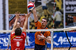 13-04-2019 NED: Achterhoek Orion - Draisma Dynamo, Doetinchem<br /> Orion win the fourth set and play the final round against Lycurgus. Dynamo won 2-3 / Samuel Shenton #13 of Orion