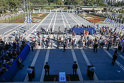 Sept. 29, 2016 - Jerusalem, Israel - People pay their last respect in front of the coffin of former Israeli President Shimon Peres at the central Knesset plaza in Jerusalem. Peres, one of the last living founding fathers of Israel, passed away at the age of 93 early Wednesday morning after suffering a major stroke more than two weeks ago. (Credit Image: © Guo Yu/Xinhua via ZUMA Wire)