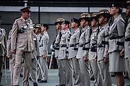 Hong Kong. Gen. Foley, farewell to the Gurkhas base prince of Walles    / La Grande Bretagne prépare son départ. Le général John Foley passe en revue un  bataillon Gurkha avant son démantèlement. Aux pieds des buildings de central, dans la base militaire prince of Walles.  / R00057/17    L940628b  /  P0000313