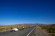 De ochtendruns op zaterdag, de laatste racedag. Het Human Power Team Delft en Amsterdam, dat bestaat uit studenten van de TU Delft en de VU Amsterdam, is in Amerika om tijdens de World Human Powered Speed Challenge in Nevada een poging te doen het wereldrecord snelfietsen voor vrouwen te verbreken met de VeloX 9, een gestroomlijnde ligfiets. Dat staat sinds 13 september 2019 op naam van Ilona Peltier met 126,52 km/u. De Canadees Todd Reichert is de snelste man met 144,17 km/h sinds 2016.<br /> <br /> With the VeloX 9, a special recumbent bike, the Human Power Team Delft and Amsterdam, consisting of students of the TU Delft and the VU Amsterdam, wants to set a new woman's world record cycling in September at the World Human Powered Speed Challenge in Nevada. The current record is 126,52 km/h by Ilona Peltier.  The fastest man is Todd Reichert with 144,17 km/h.