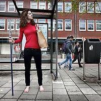 Nederland, Amsterdam , 29 mei 2013.<br /> Cavewoman Wilma Flinstone (pseudoniem voor filosofe en journaliste  Marianne M. van Dijk) loopt blootvoets  door de straten van de wijk Bos en Lommer als een cavewoman.<br /> Ze wilt 100 dagen ervaren en leven als een vrouw van 40.000 jaar geleden toen Nederland nog niet eens bestond. <br /> Foto:Jean-Pierre Jans