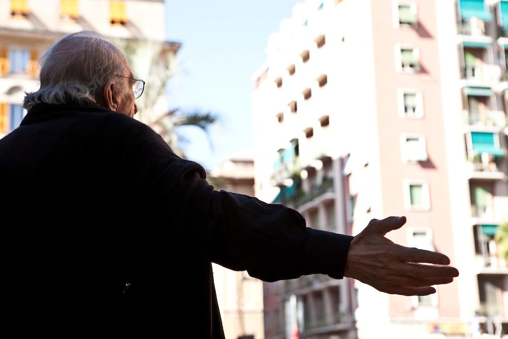 Commemorazione di Carlo Giuliani in Piazza Alimonda a Genova. Intervento di Don Gallo.