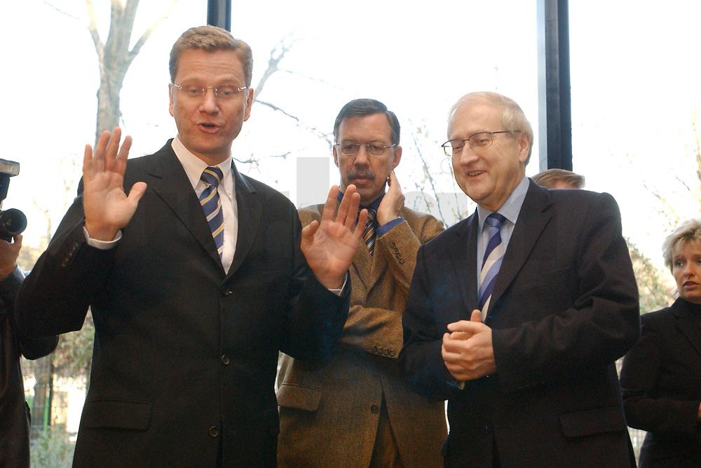 02 DEC 2002, BERLIN/GERMANY:<br /> Guido Westerwelle, FDP Bundesvorsitzender, Walter Doering, FDP Landesvorsitzender und Wirtschaftsminister Baden-Wuerttemberg, und Rainer Bruederle, Stellv. FDP Bundesvorsitzender, (v.L.n.R.), vor Beginn der Sitzung FDP Bundesvorstand, Thomas-Dehler-Haus<br /> IMAGE: 20021202-01-016<br /> KEYWORDS: Rainer Br&uuml;derle, Walter D&ouml;ring