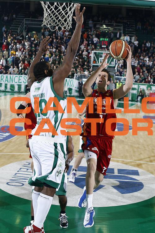 DESCRIZIONE : Avellino Lega A 2008-09 Air Avellino Lottomatica Virtus Roma<br /> GIOCATORE : Sani Becirovic <br /> SQUADRA : Lottomatica Virtus Roma<br /> EVENTO : Campionato Lega A 2008-2009 <br /> GARA : Air Avellino Lottomatica Virtus Roma<br /> DATA : 07/05/2009<br /> CATEGORIA : tiro<br /> SPORT : Pallacanestro <br /> AUTORE : Agenzia Ciamillo-Castoria/E.Castoria