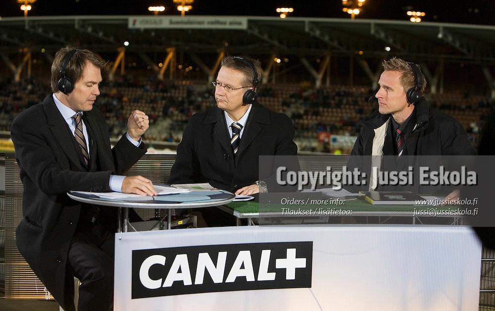 Vasemmalta: Peter Nyman, Ari Tiittanen, Antti Niemi.&#xA;Canal+:n kommentaattorit. Finnair Stadium, Helsinki, Suomi-Armenia 15.11.2006.&#xA;Photo: Jussi Eskola<br />