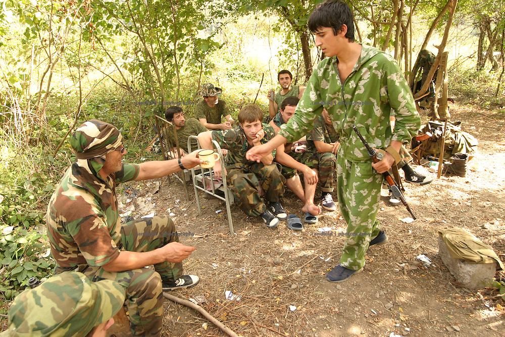 Georgien/Abchasien, Suchumi, 2006-08-28, Abchasische Soldaten in einem Camp kurz vor den georgischen Checkpoints im zwischen Abchasen und Georgiern umkämpften Kodorital. Abchasien erklärte sich 1992 unabhängig von Georgien. Nach einem einjährigen blutigen Krieg zwischen den Abchasen und Georgiern besteht seit 1994 ein brüchiger Waffenstillstand, der von einer UNO-Beobachtermission unter personeller Beteiligung Deutschlands überwacht wird. Trotzdem gibt es, vor allem im Kodorital immer wieder bewaffnete Auseinandersetzungen zwischen den Armeen der Länder sowie irregulären Kämpfern. (Abkhazian soldiers in a camp in the Kodori gorge near the georgian checkpoints, where abkhazian and georgian soldiers fighting each other very often. Abkhazia declared itself independent from Georgia in 1992. After a bloody civil war a UNO mission observing the ceasefire line between Georgia and Abkhazia since 1994. Nevertheless nearly every day armed incidents take place in the Kodori gorge between the both armys and unregular fighters )