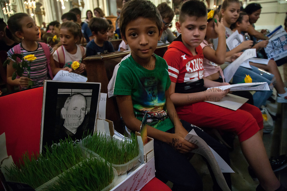 Le scuole di Palermo hanno ricordato Padre Pino Puglisi nel giorno del suo omicidio, a causa del suo impegno antimafia nel quartiere Brancaccio.